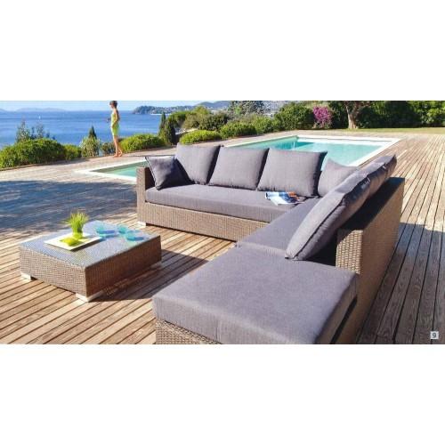 Le mobilier de jardin habille une terrasse et la rend conviviale