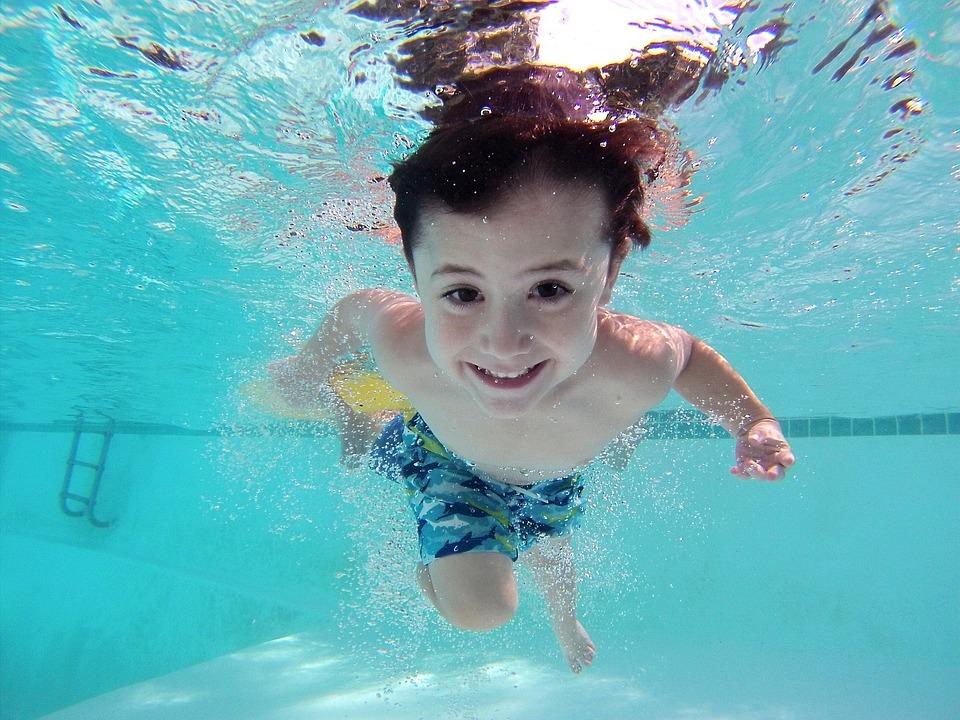 Les dispositifs de sécurité indispensables pour votre piscine